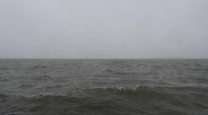 Sumuun häipyvä horisontti ja sateen sotkema kuva